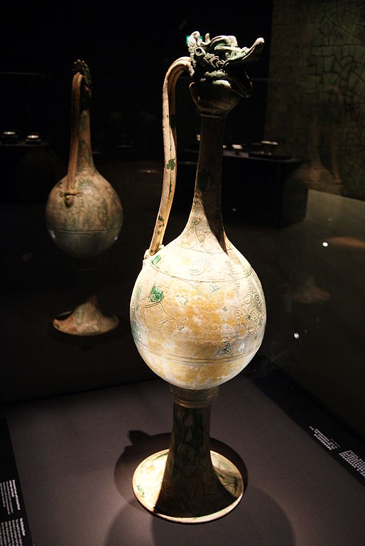Monumental ewer from the Belitung shipwreck - photo by Jacklee